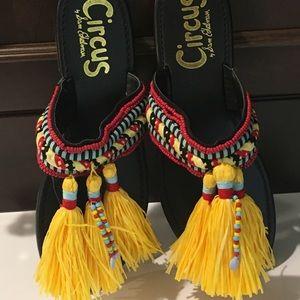 Fun summer sandals w/ large mop-head tassels